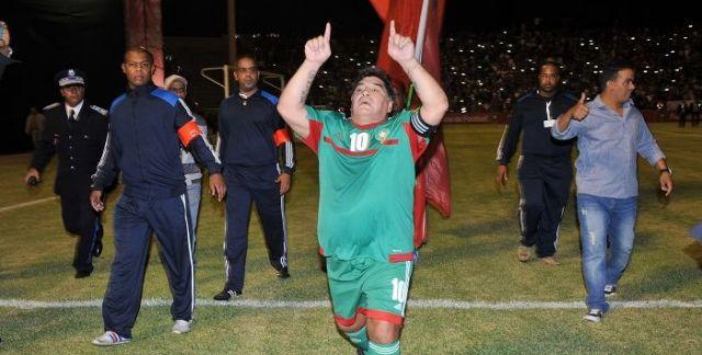 Photo de Maradona insultado por el Polisario en Madrid  Prohibido ser honesto  Desde Madrid