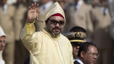 Photo of El rey Amir Al-Mouminine reza la oración de Eid Al-Fitr