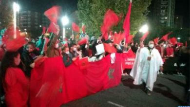 Photo de Cientos de marroquíes se manifiestan en Tarragona para denunciar los actos criminales del polisario
